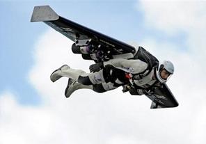 terbang dengan sayap pesawat terbang