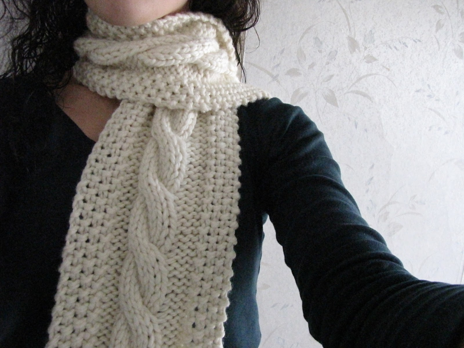 Knitting Patterns For Women s Scarf : Cozy Wooly Cabled Scarf