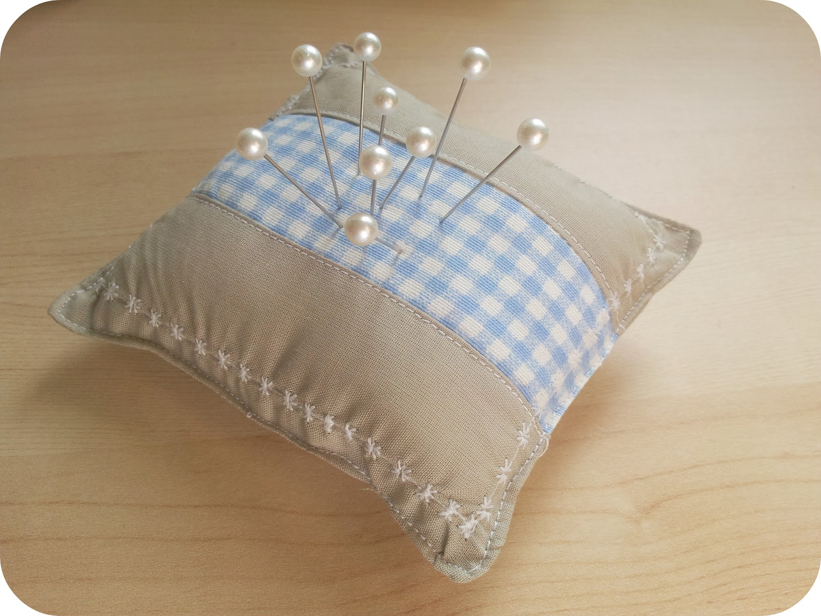 Srta pomelo diy un alfiletero patchwork sencillo - Como hacer cojines originales ...