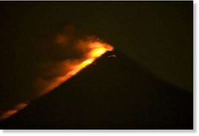 Volcan Fuego en erupción, 04 de Octubre 2012