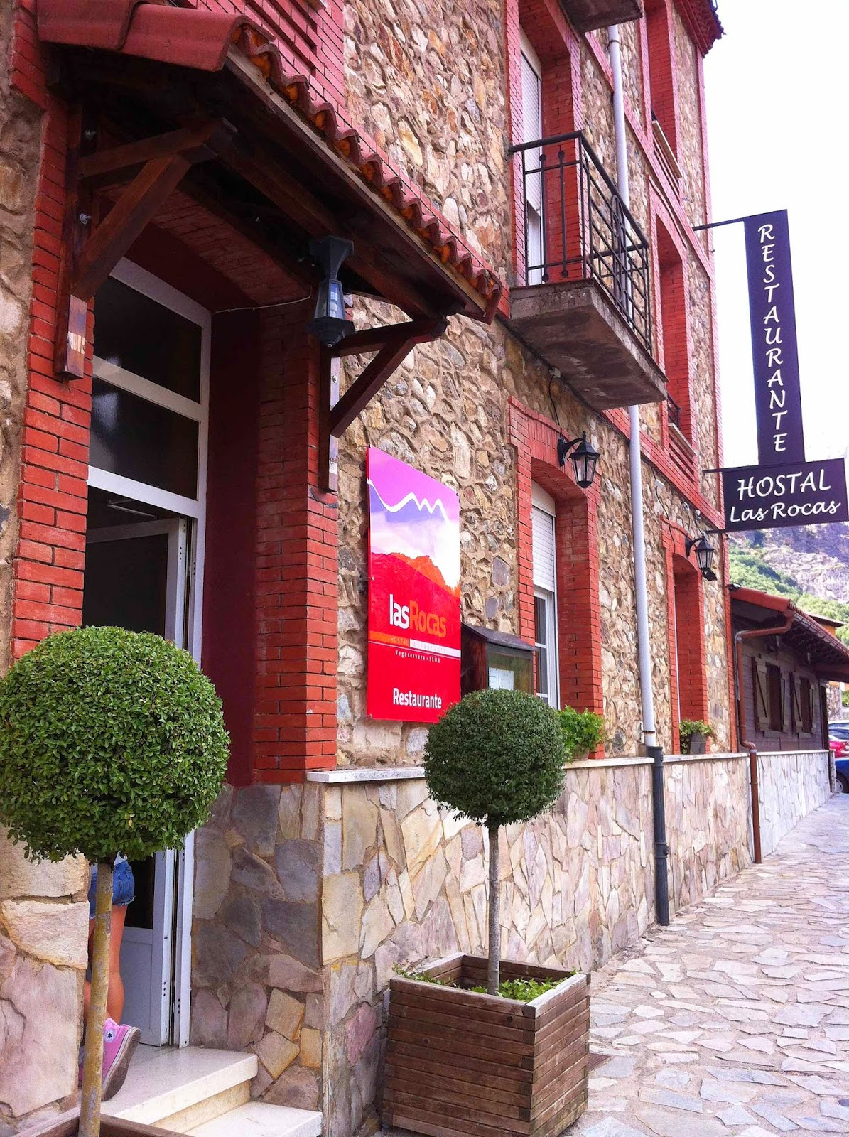Restaurante-LasRocas-Vegacervera-Leon-Entrada
