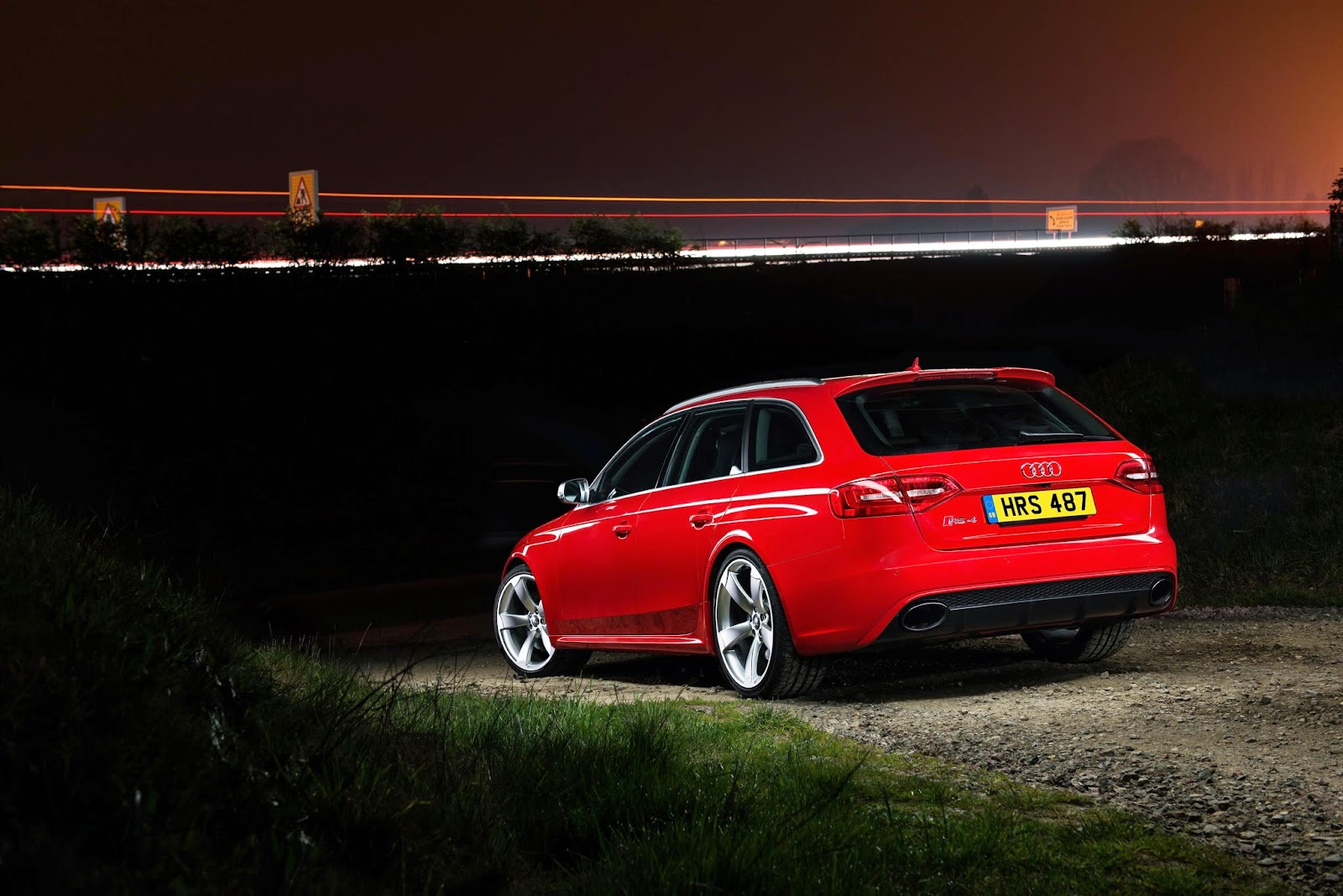 Red Audi RS4 Avant