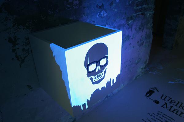 kesha uv paint. UV