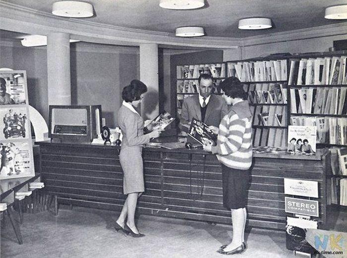 http://2.bp.blogspot.com/-pr5kCZcSSzc/TieZ4MYEgFI/AAAAAAABHAY/MB1zslixckQ/s1600/Afghanistan_in_1950s_1960s_01.jpg