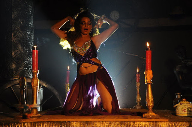 spicy_item_girls_navel_show