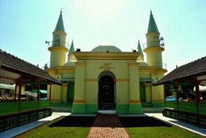 Pulau Penyengat, Melihat Masjid Dari Putih Telur