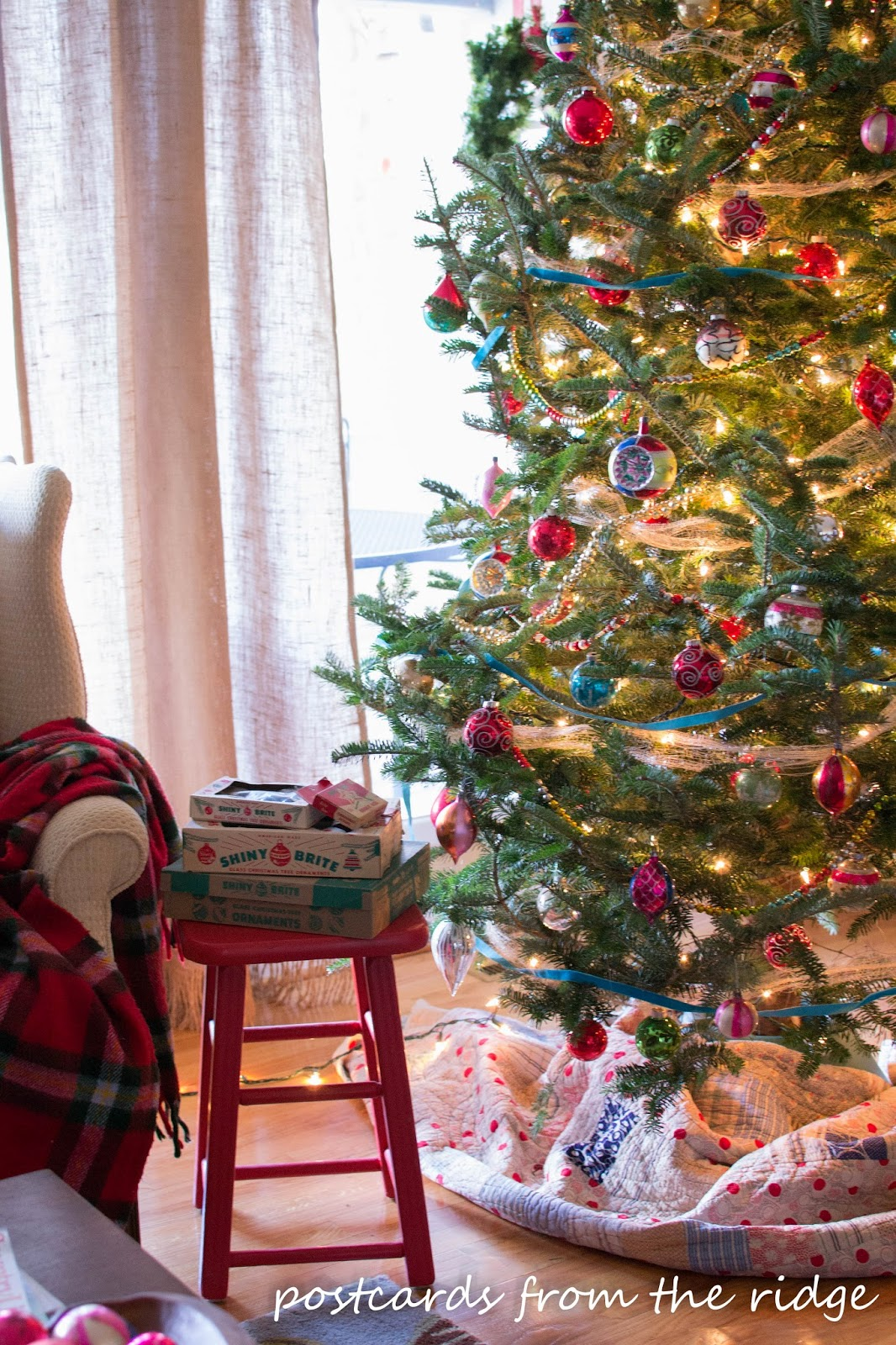 Why do we have christmas decorations on a tree - I Started Collecting Vintage Ornaments A Few Years Ago And Hit The Mother Lode At An Estate Sale Last Year With About 10 Boxes I Ve Got Way Too Many At