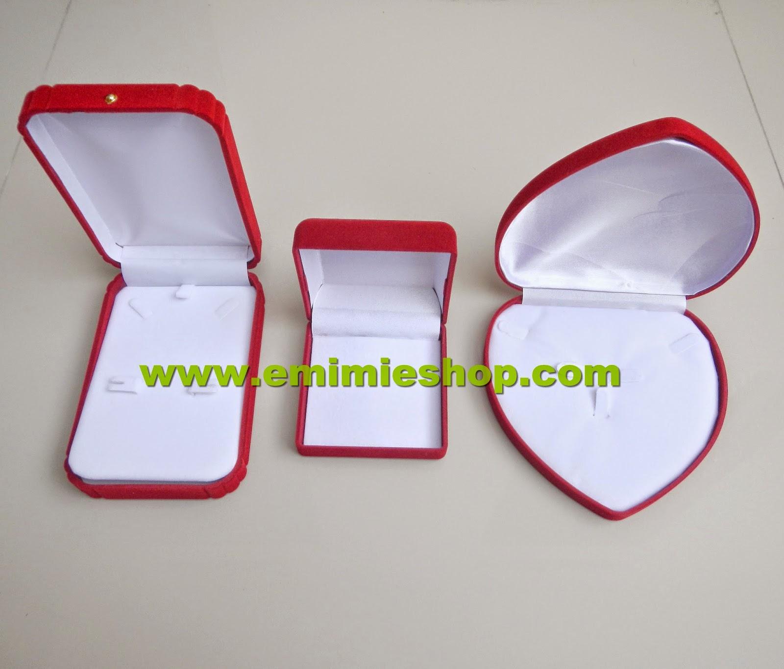 kotak perhiasan beludru