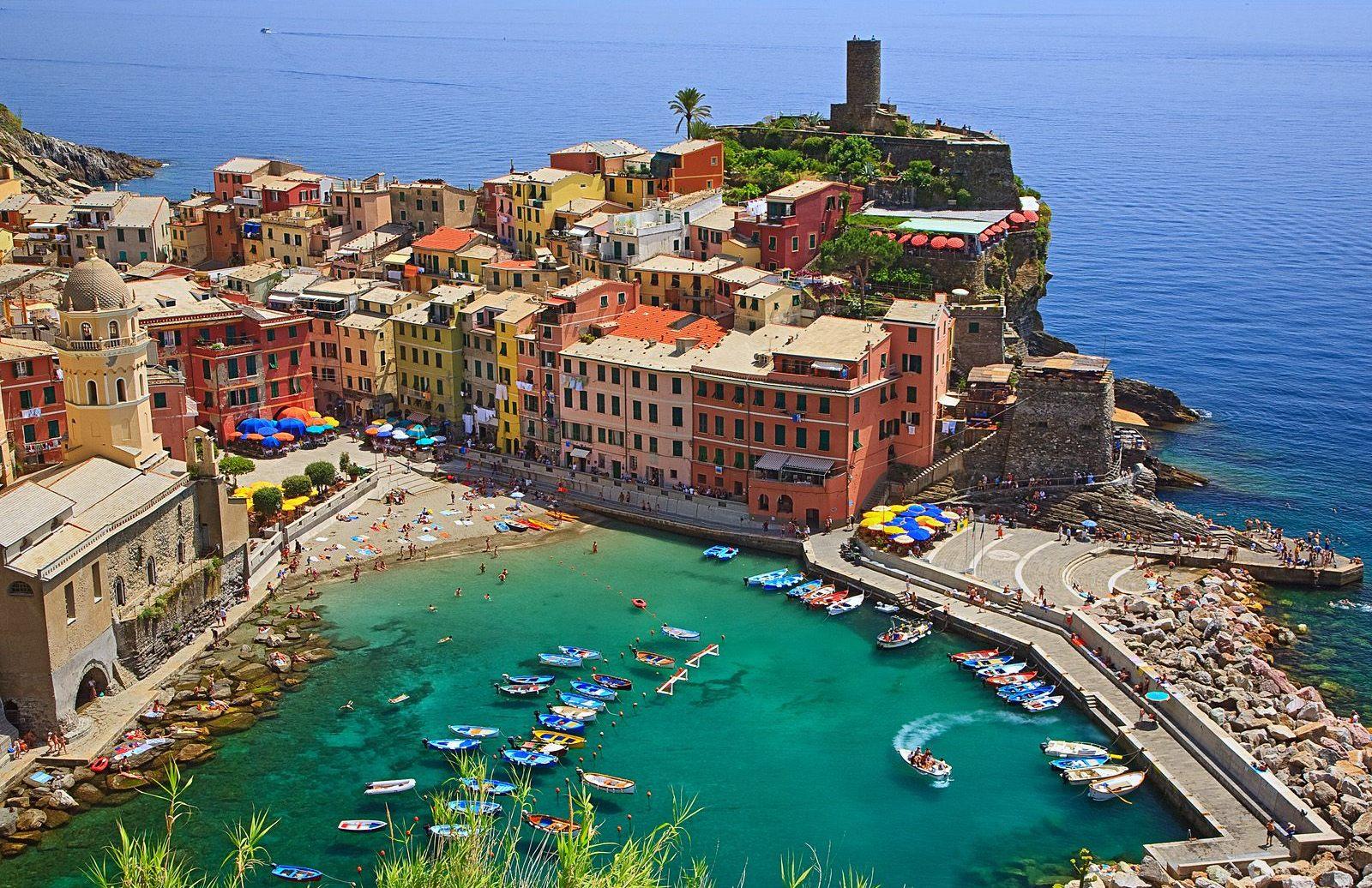 http://2.bp.blogspot.com/-psRhuHHVrvY/TwKyTqSz0HI/AAAAAAAAA80/lbp00Jej7yM/s1600/Vernazza-Cinque-Terre-Italy.jpg