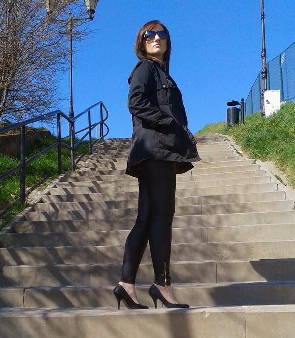 Czarny płaszcz z lumpeksu