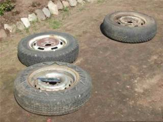 pot ban bekas - kumpulkan ban bekas mobil