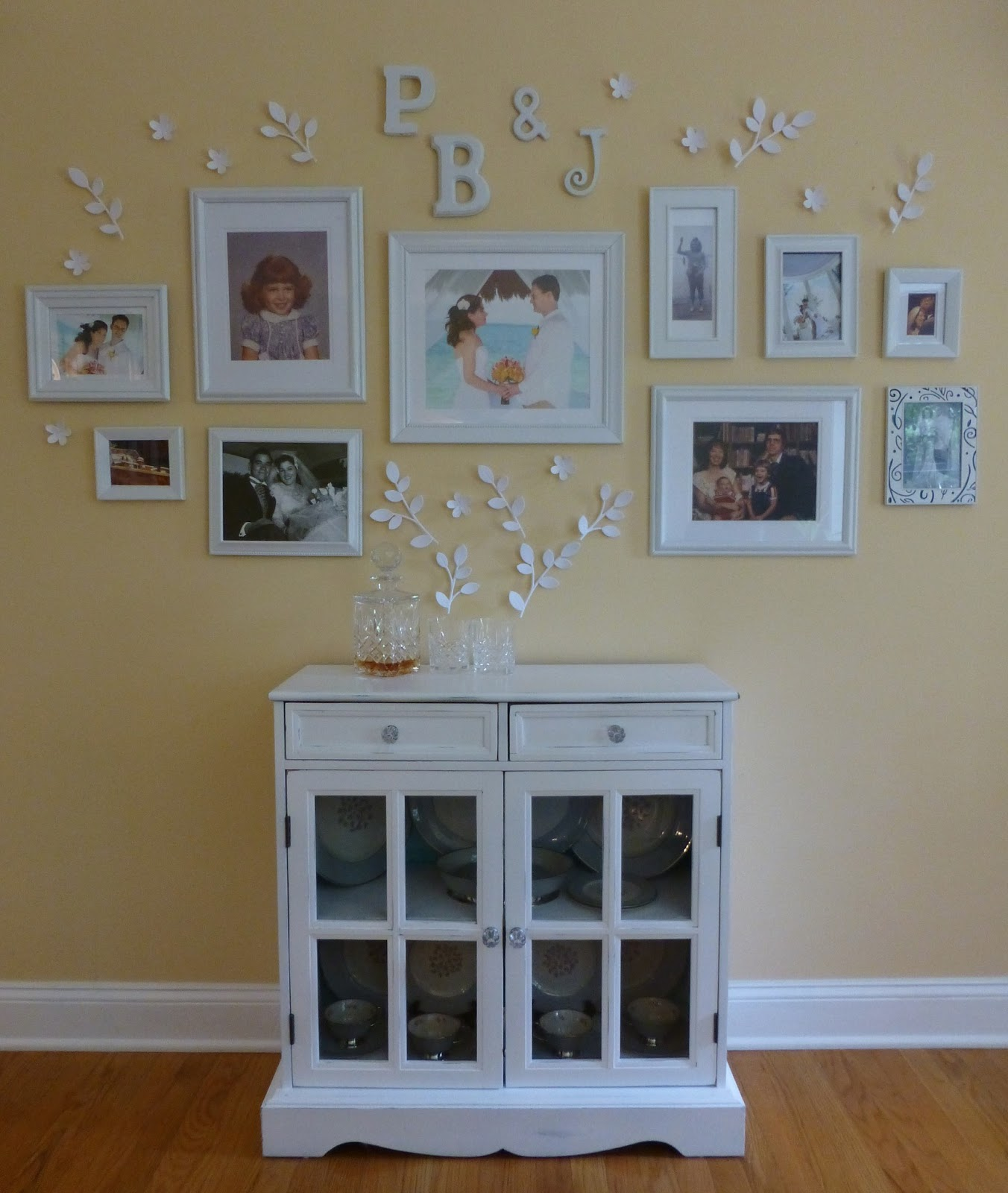Family picture wall arrangements submited images pic2fly - Picture arrangements on walls ...