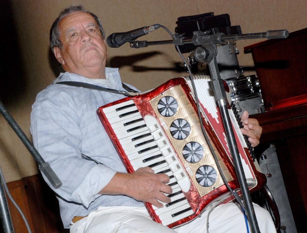 Zé Lopes durante apresentação no Encontro de Sanfoneiros 2013