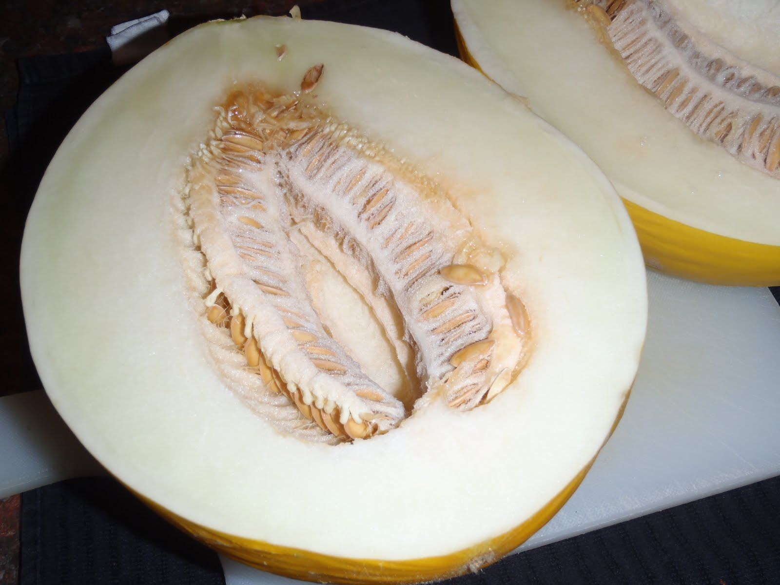 canary melon how to eat