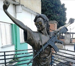 UPP Santa Marta prende suspeito de pendurar fuzil em estátua de Michael Jackson