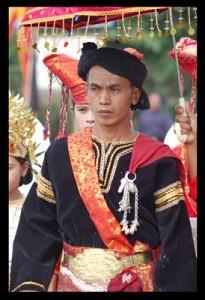 Pakaian tradisional Sumatera Barat di bagi menjadi 2 yaitu Pakaian ...