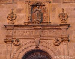 Extremos del Duero: medallones de San Pedro y San Pablo
