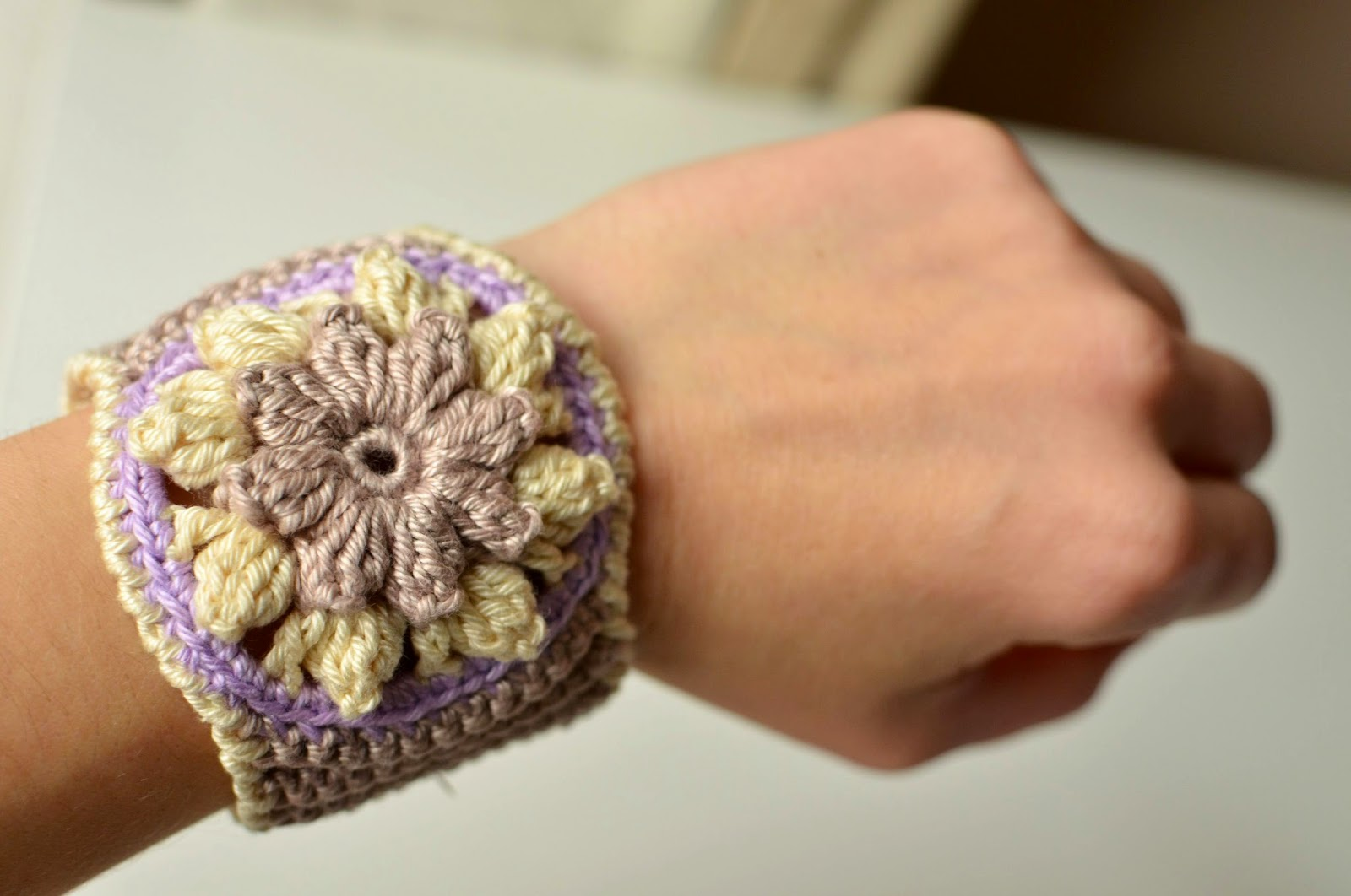 Crocheted bracelet with popcorn stitches