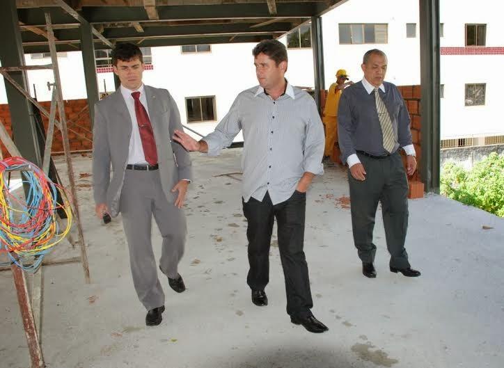 Prefeito Arlei acompanha andamento da obra de construção da Delegacia Legal