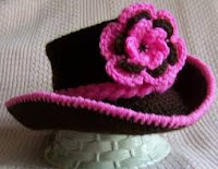 Topi bayi perempuan warna coklat dengan bunga pink