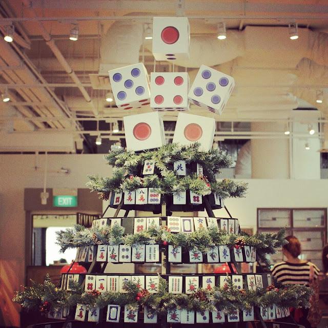 bizarre christmas tree - mah jong