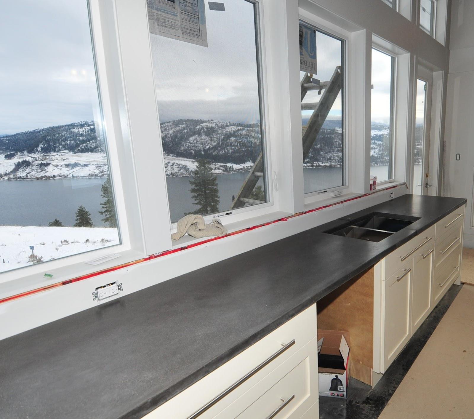 MODE CONCRETE: Modern Kitchen With Concrete Countertops