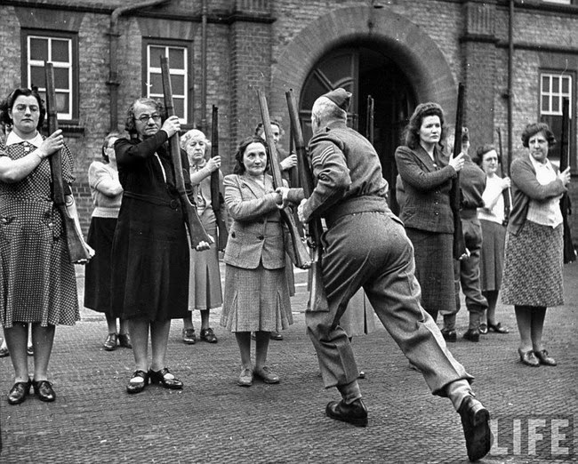 52 photos of women who changed history forever - A British sergeant training members of the 'mum's army' Women's Home Defence Corps during the Battle of Britain. [1940]