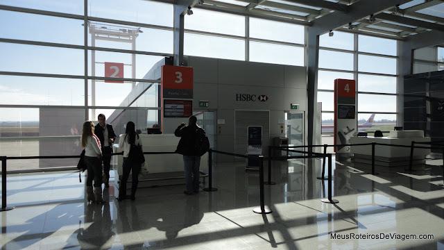 Portão de embarque do Aeroporto Internacional de Carrasco - Montevidéu, Uruguai