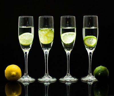 copas de champagne con limones