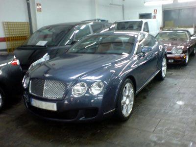 Lavar y limpiar coches de lujo limusinas descapotables for Limpieza de coches barcelona