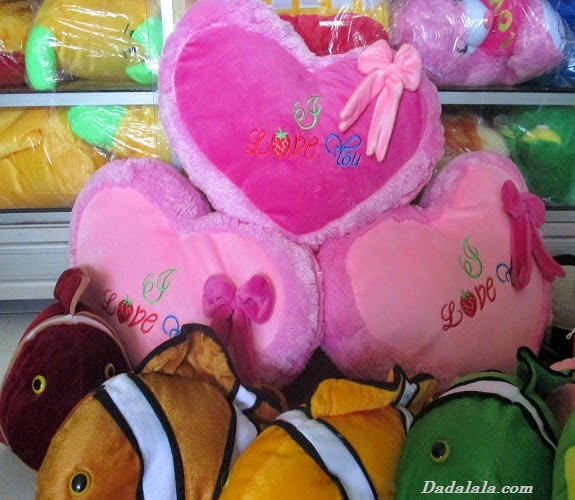 Boneka Bantal Love
