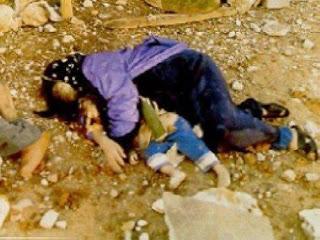 أم فلسطينية استشهدت تحت القصف وهي تحضن ابنها
