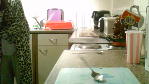 Mujer graba actividad poltergeist en su casa