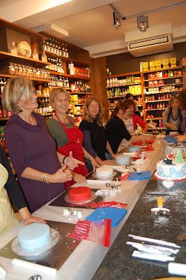 Food fairies due fate in cucina primo corso di cake design christmas cake - Corso cucina giapponese groupon ...