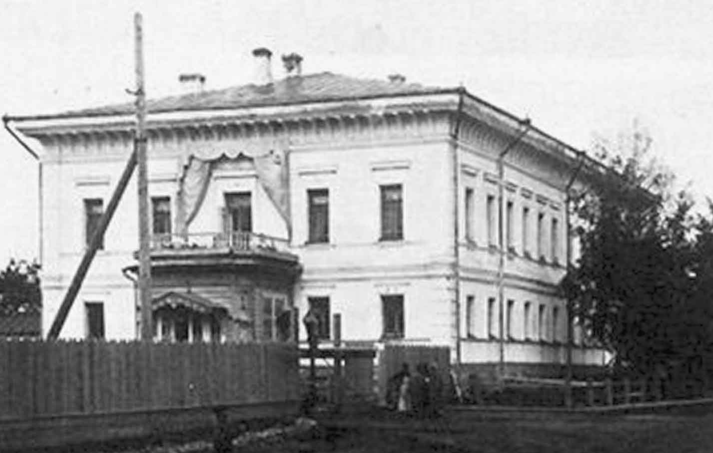 the romanov government in 1905 was The bloody masacre of the 1905 revolution -this diminished  provisional government not the later multi party  romanov's power had been.