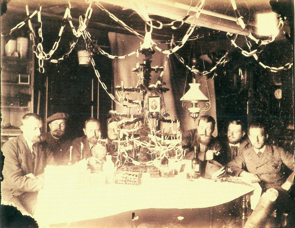 e everyday 20 rare e photos of christmas from the a victorian christmas party