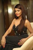 Parul Yadav latest glam pics-thumbnail-9