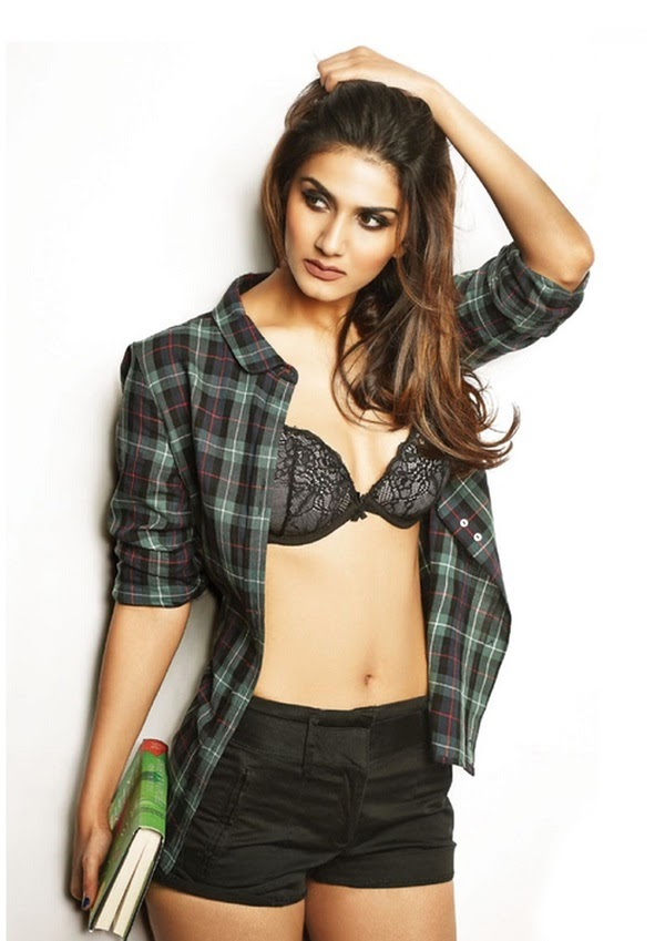 Vaani Kapoor Hot Stills