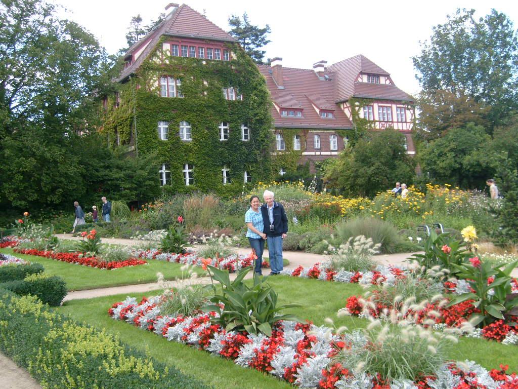 modern garden botanic garden and botanical museum berlin dahlem. Black Bedroom Furniture Sets. Home Design Ideas