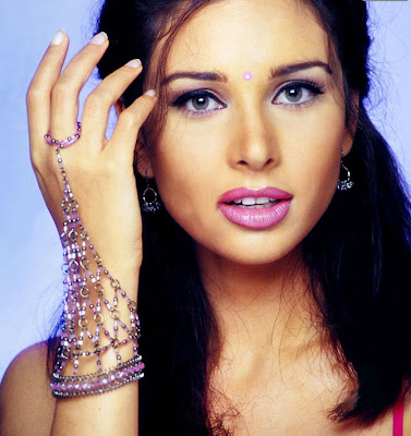 Lisa Ray sexy picture