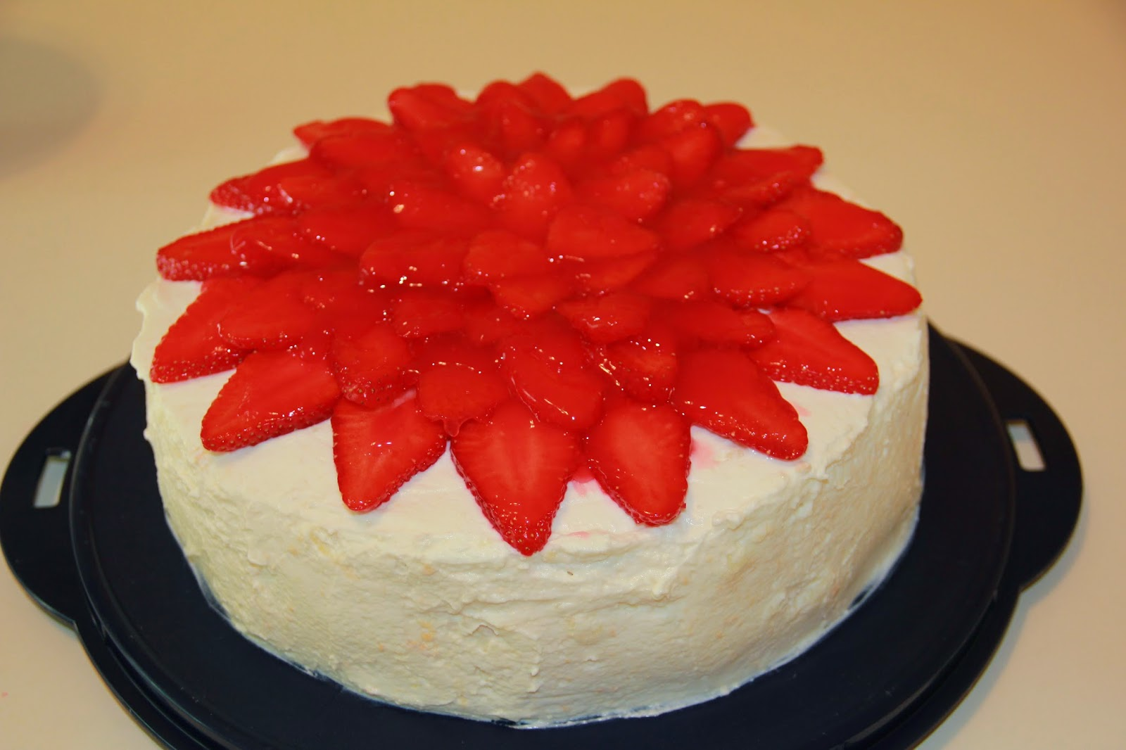 Рецепт торта с клубникой в домашних условиях пошагово
