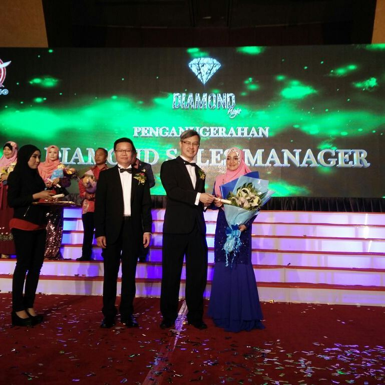 Become As A Diamond Sales Manager