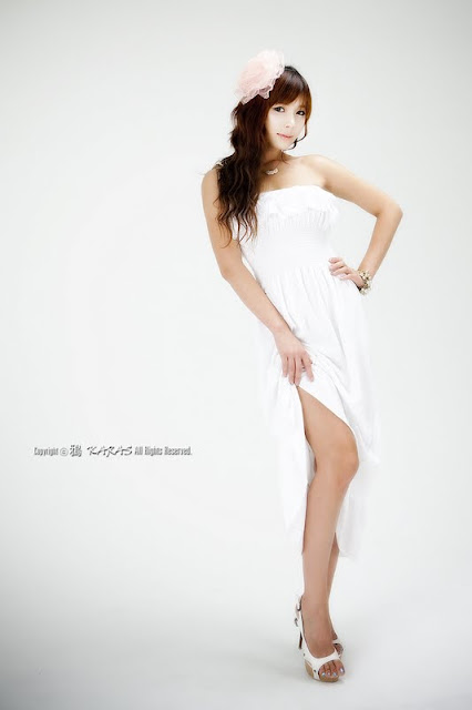 Kim In Ae – Pretty in White Strapless Dress