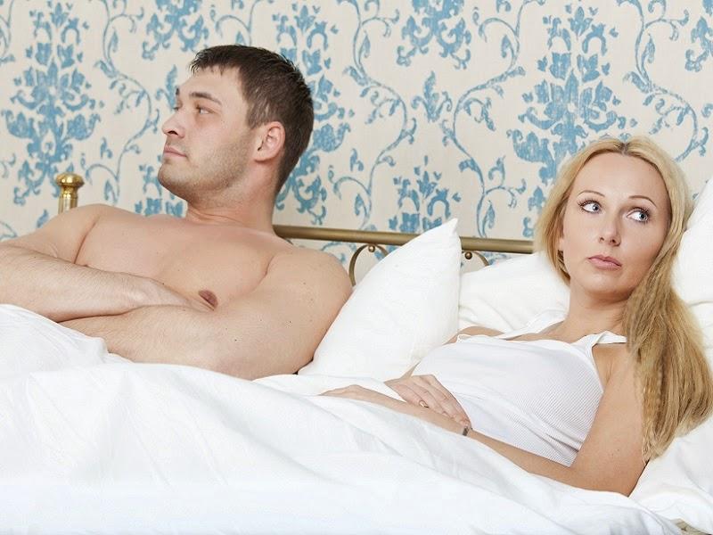 Las chicas se atan al sexo en la cama