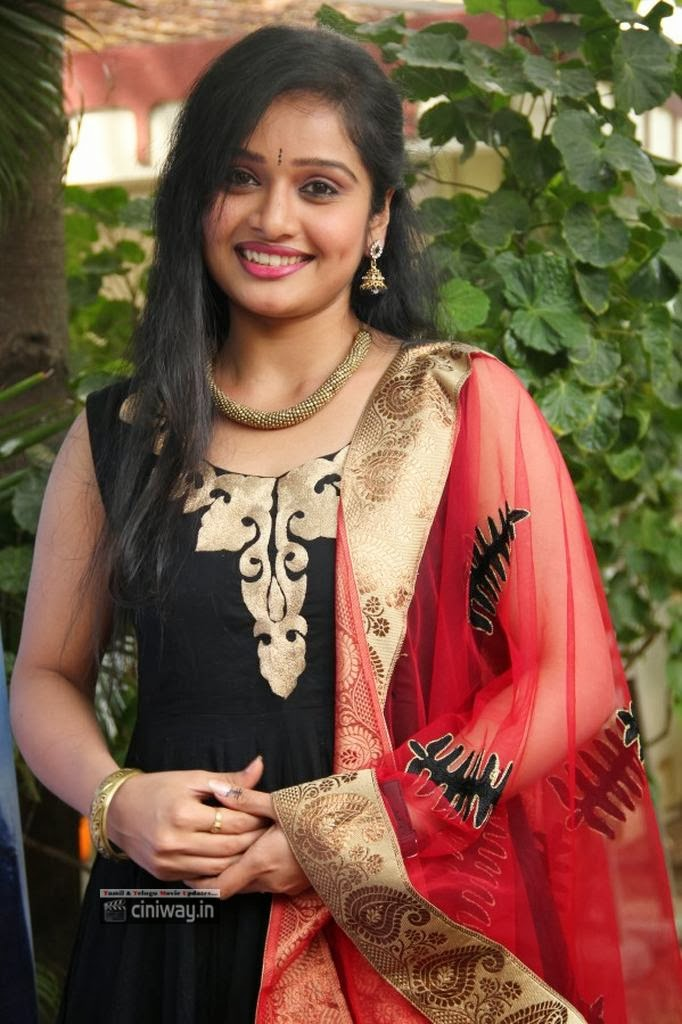 Advaitha-New-Photos-at-Snehavin-Kadhalargal-Audio-Launch