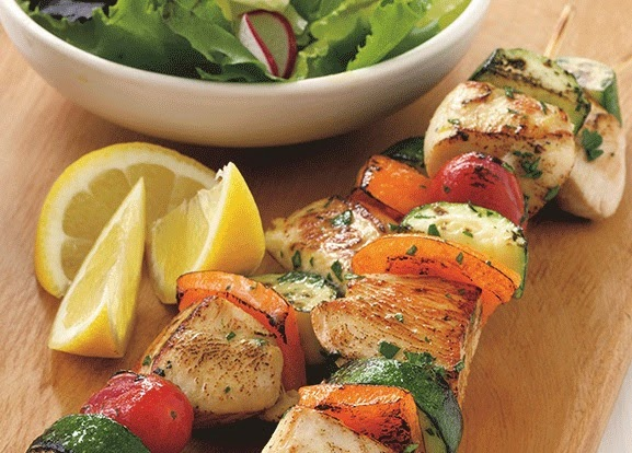 Recipe: Skewers of Chicken with Vegetables, Lemon and Basil