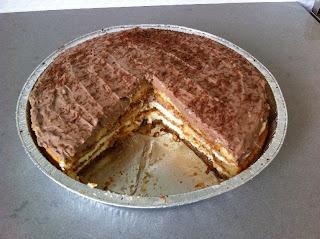 עוגת טורט חגיגית במילוי קרם גבינה לשבועות