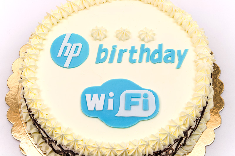 Happy birthday cake HP WI-FI close up