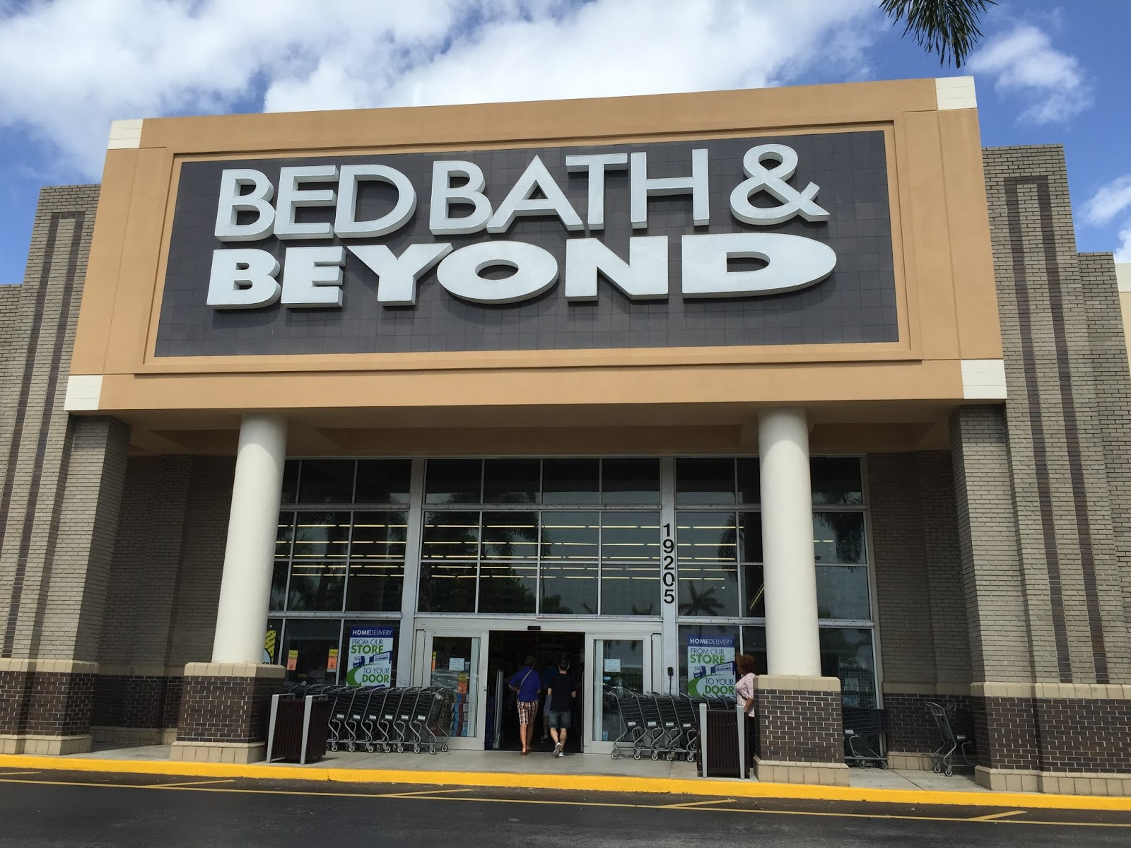 The Complete Guide To Shopping At The Bed Bath and Beyond Canada Over view of the Company The Bed Bath and Beyond Canada is a subsidiary of bed bath and beyond Inc that operates retail stores in the US, Canada and also in Mexico.