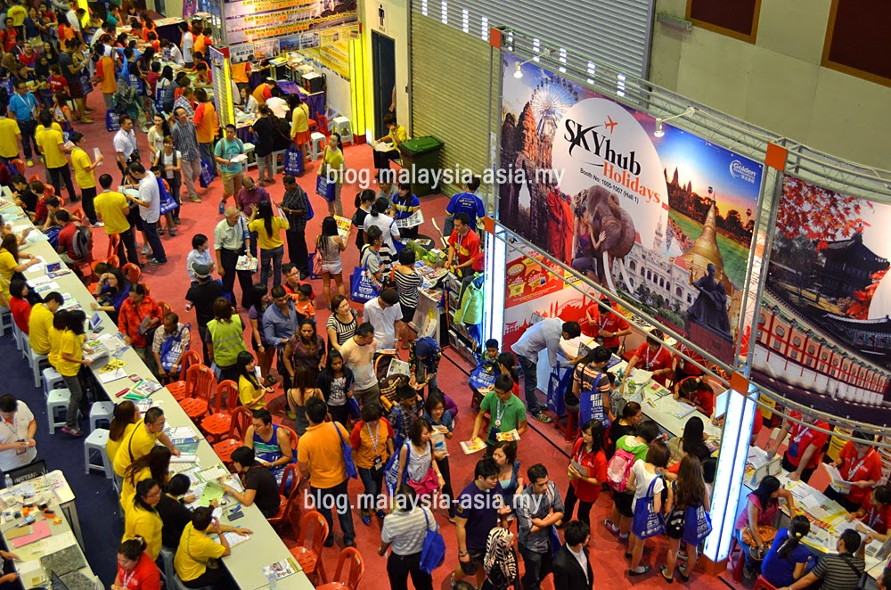 MATTa Fair Crowd Hall 1